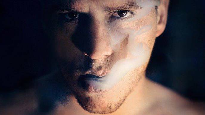 Smoking Associated with Increased Risk of COVID-19 Symptoms